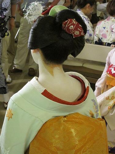 photo credit: Geisha, Ichino, in Kyoto, Japan: 舞妓、市乃、京都 via photopin (license)